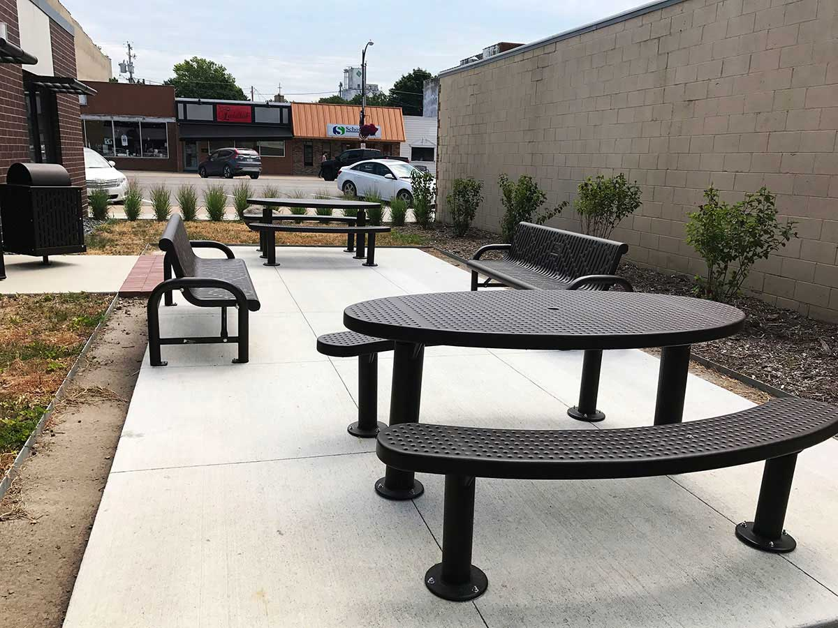 Premier Polysteel table with benches